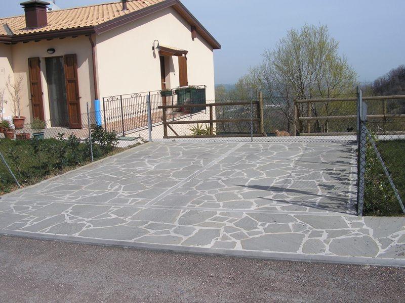 Piastrelle da esterno per giardino quali sono i pavimenti in